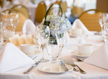 Elegantt bankettbröllop bordlägger royaltyfri fotografi