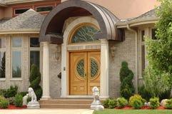 elegantt entrywayhus Arkivfoto