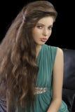 elegantt flickagreenbarn arkivbild