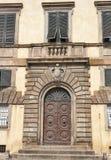elegantt gammalt för dörr italy lucca royaltyfri fotografi