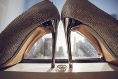 elegantt gifta sig för skor arkivbilder