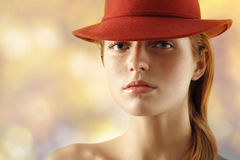 elegantt hattkvinnabarn fotografering för bildbyråer
