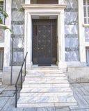 elegantt hus för dörr royaltyfria bilder