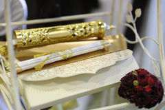 elegantt inbjudanbröllop royaltyfri bild