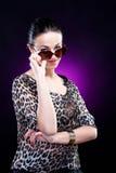 elegantt solglasögonkvinnabarn fotografering för bildbyråer