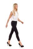 Eleganz-Frauen-Gehen Stockfoto