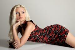 Eleganza e bellezza della donna graziosa Fotografia Stock Libera da Diritti