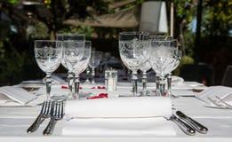Eleganztabelle gegründet für dinning Raum Stockfotos