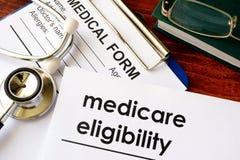 Elegibilidad de seguro de enfermedad del documento imagenes de archivo
