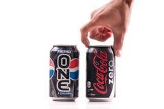 Elegir la Coca-Cola Foto de archivo libre de regalías