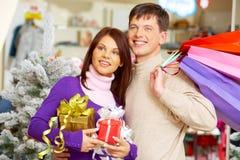 Elegir presentes foto de archivo libre de regalías