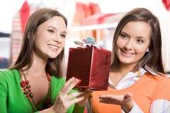 Elegir presentes fotos de archivo libres de regalías