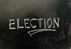 Eleição escrita à mão no quadro-negro fotos de stock