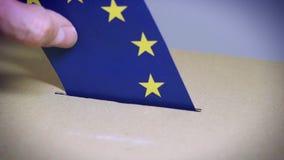 Eleição na União Europeia - votando na urna de voto video estoque