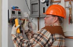 Elektricien op het werk Stock Afbeelding