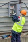 Elektricien bij de bouw royalty-vrije stock afbeeldingen