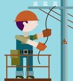 Elektricien die reparaties maken bij een machtspool Stock Foto