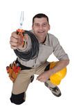 Elektricien met buigtang stock foto
