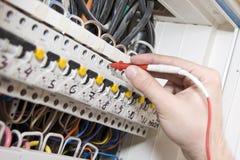 Elektricien op het werk Stock Foto's
