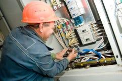 Elektricien op het werk Stock Foto