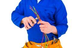 Elektricien scherpe draad met buigtang Stock Foto's
