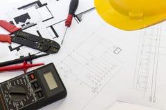 Elektricienhulpmiddelen, instrumenten en projectontwerp stock foto's