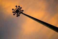 Elektriciteits post en oranje wolken Stock Foto