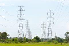 Elektriciteitspolen en poly Royalty-vrije Stock Foto