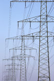 Elektriciteitspylonen op een rij Stock Foto's