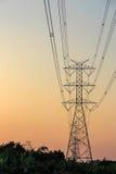 Elektriciteitstoren en elektrische lijn Royalty-vrije Stock Afbeeldingen