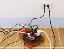 Elektricitetsöverbelastning Arkivfoto