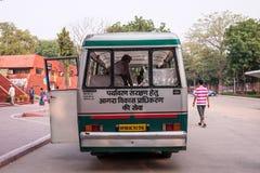 Elektricitetsbussen i Indien Fotografering för Bildbyråer