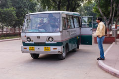 Elektricitetsbussen i Indien Royaltyfri Bild