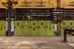 Elektricitetsfördelningskorridor i metallbransch Arkivbilder