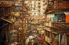 Elektricitetslinjer på gatorna av en asiatisk stad Arkivbilder