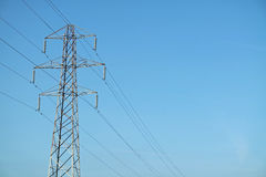 Elektricitetspylon/överföringstorn Arkivbild
