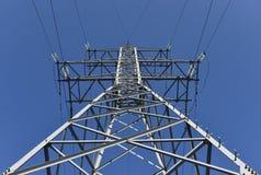 Elektricitetspylon med kabel Royaltyfria Foton