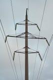 Elektricitetspylon mot himmel Arkivfoton
