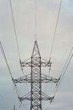 Elektricitetspylon mot himmel Arkivbilder