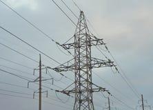 Elektricitetspylon mot himmel Fotografering för Bildbyråer