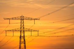 Elektricitetspylon på solnedgången Arkivfoton