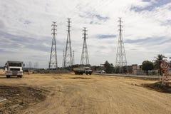 Elektricitetspyloner - infrastrukturarbeten Royaltyfri Fotografi