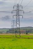 Elektricitetspyloner sträcker in i avståndet Royaltyfri Fotografi