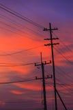 Elektricitetsstolpe i afton Arkivfoton