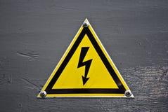 elektricitetsteckenvarning royaltyfria bilder
