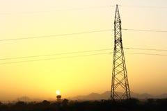 Elektricitetstorn under solnedgång Royaltyfri Bild