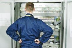 Elektrikerteknikerarbetare Royaltyfri Foto