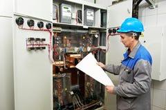 Elektrikerteknikerarbetare Royaltyfri Fotografi