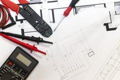 Elektrikerwerkzeuge, Instrumente und Projektentwurf lizenzfreie stockbilder
