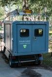 Elektrisch betriebenes Gebrauchsfahrzeug gesehen innerhalb des Campus von Universität Harvard, USA stockfotos